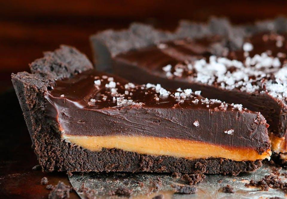 Oreotærte med chokolade og karamel.