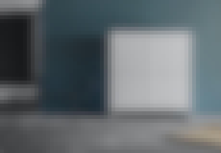 Note Design Studios skænk findes i to størrelser, hvor der kan vælges mellem to modeller med enten to eller fire fronter. Begge modeller fås i brændt orange eller hvid.