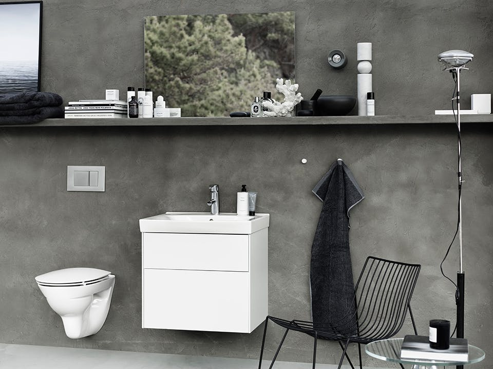 Smukt design til badeværelset med toilet og vask inspireret af den skandinaviske natur