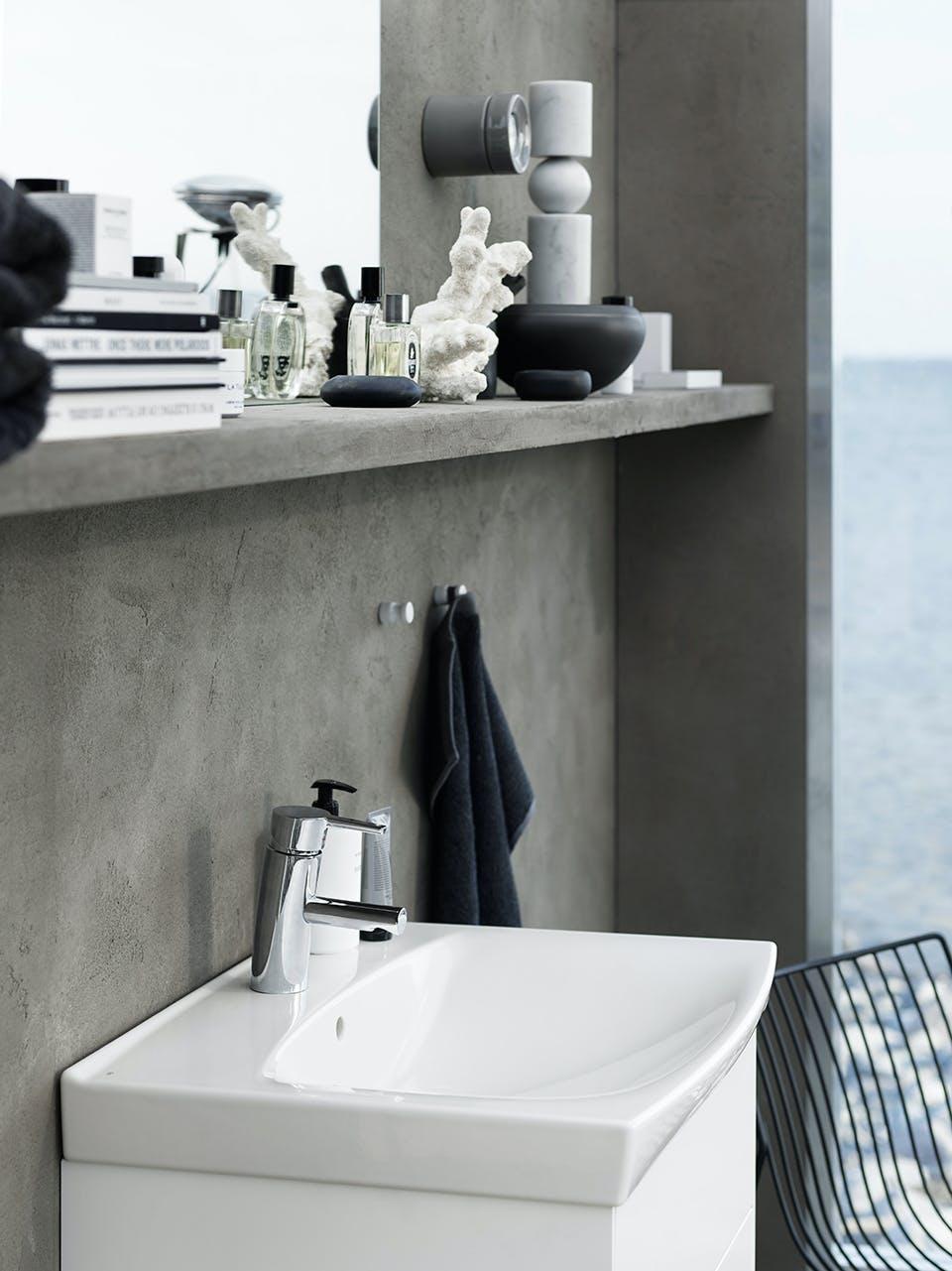 Håndvask til badeværelset i smukt skandinavisk design med bløde klassiske former fra Ifö