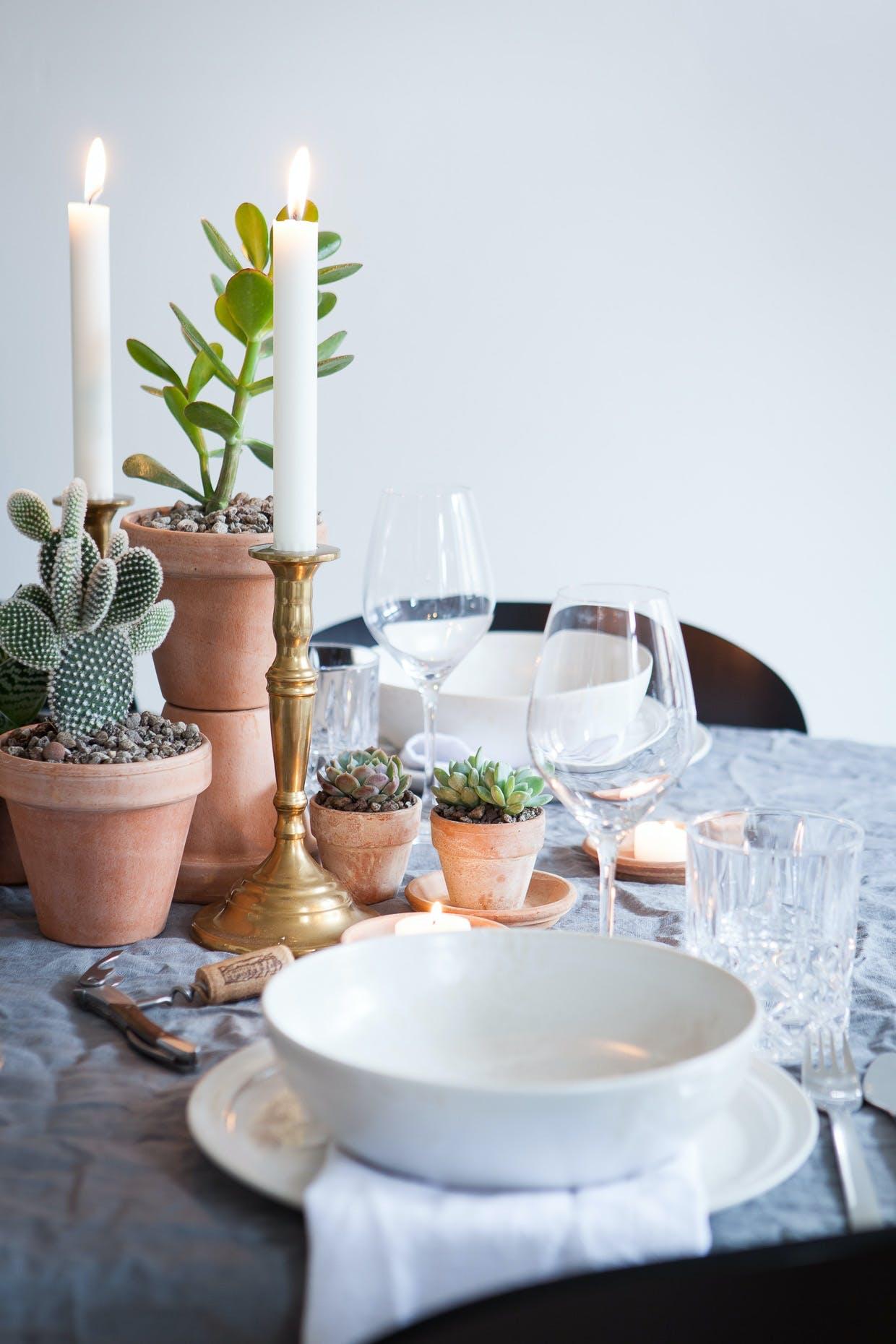 Dæk bordet med den perfekte uperfekte krøllede hørdug
