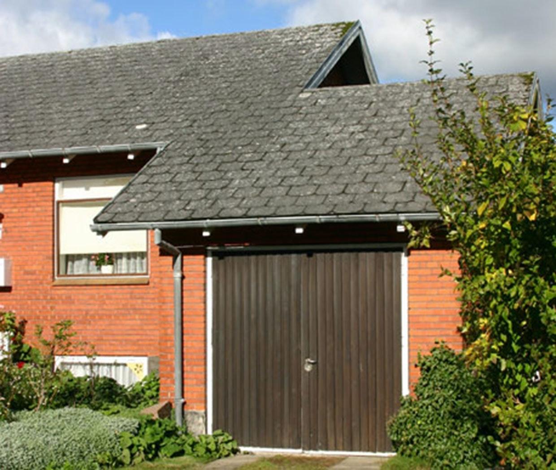 Oprindelig indtænkt tilbygning til statslånshus. Dette vidner om, at huset er udført med afsæt i arkitekttegninger - måske fra Bedre Byggeskik.