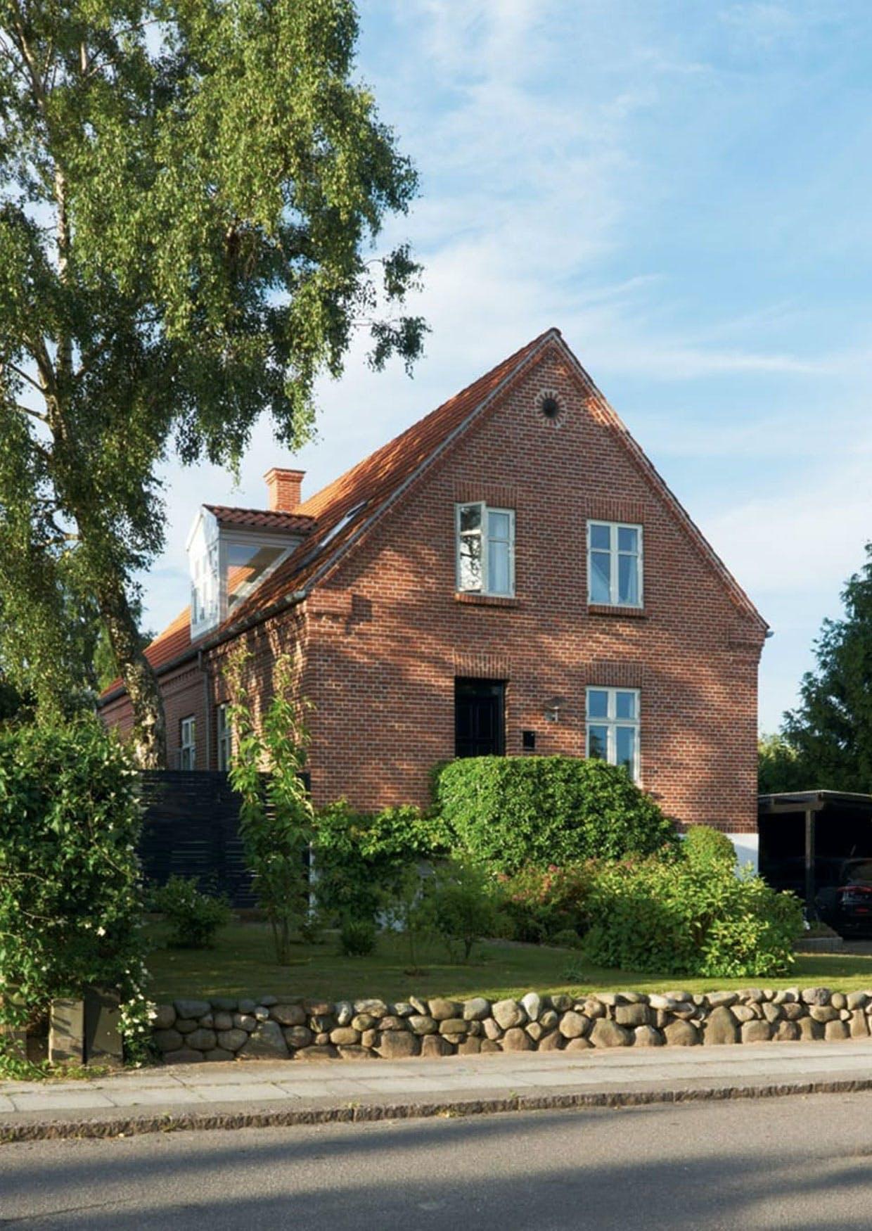 Murermestervilla fra 1926 på 189 kvadratmeter i Århus-forstaden Fredensvang - denne dog uden halvvalmet tag.