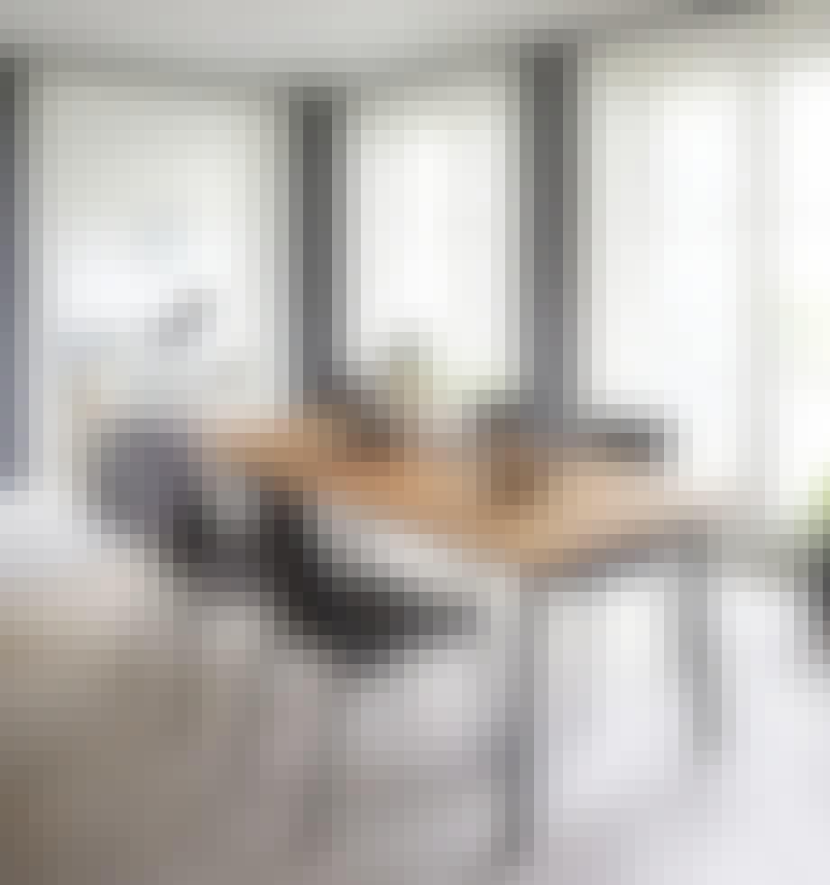 Flotte møbler fra møbelforretning til spisestuen.