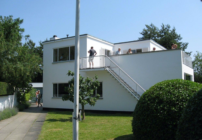 Du kan selv komme ind i Arne Jacobsens funkisvilla. Hvert år er der åbent hus-arrangementer.