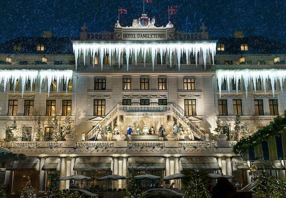 Juledekoration på Hotel d'Angleterres facade på Kongens Nytorv