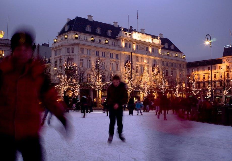 Skøjtebane på Krinsen foran Hotel d'Angleterre