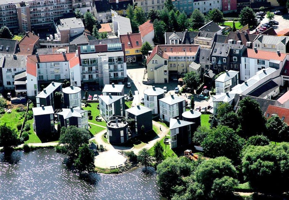 Kolding Hotel Apartments ligger smukt ved søens bred