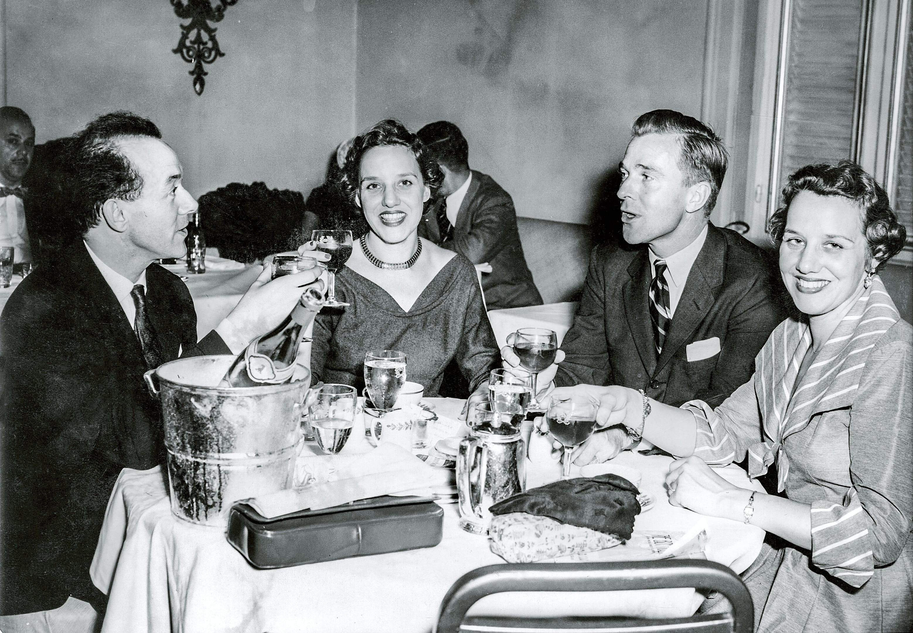 Bjørn Wiinblad og venner på fin restaurant i New York