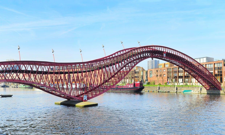 Python Bridge i Amsterdam mellem Sporenburg og Borneo Island