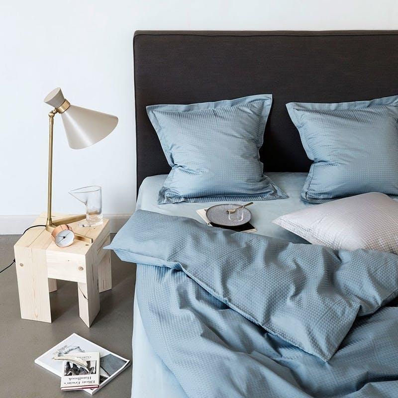 Jette Nevers FACET sengetøj design i Powder Blue
