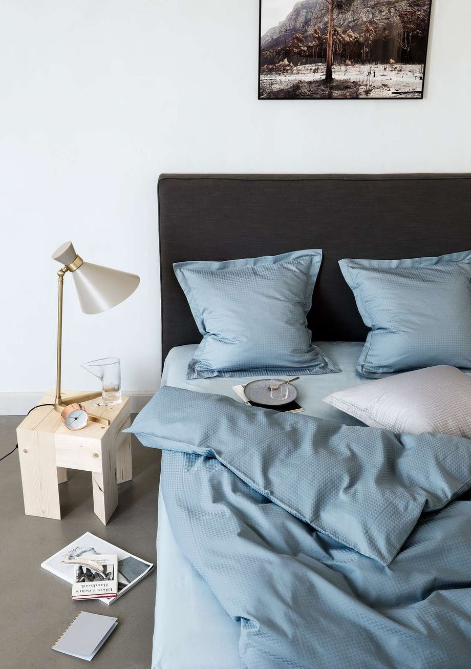 Jette Nevers FACET sengetøj design i Powder Blue
