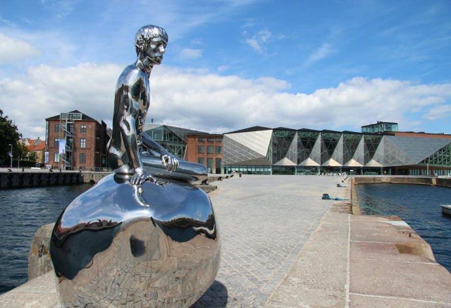 """Elmgreen og Dragsets skulptur """"Han"""" på Kulturhavn Kronborg"""