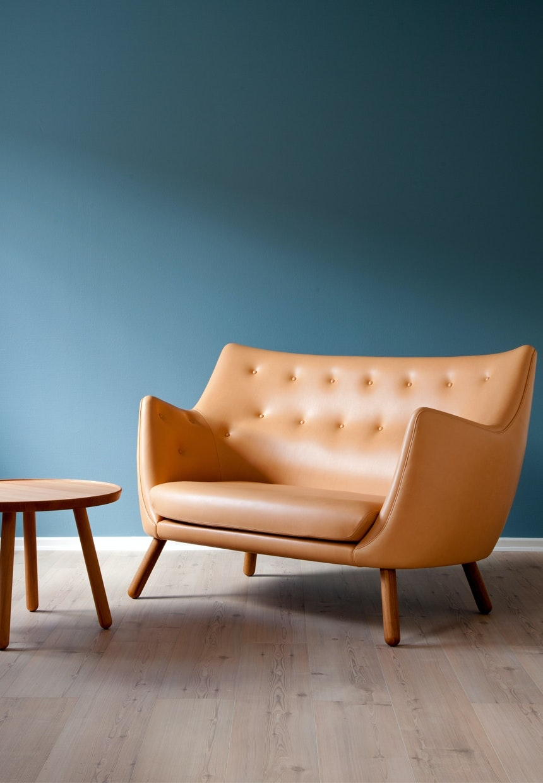 Den smukke Poet-sofa i lys cognac