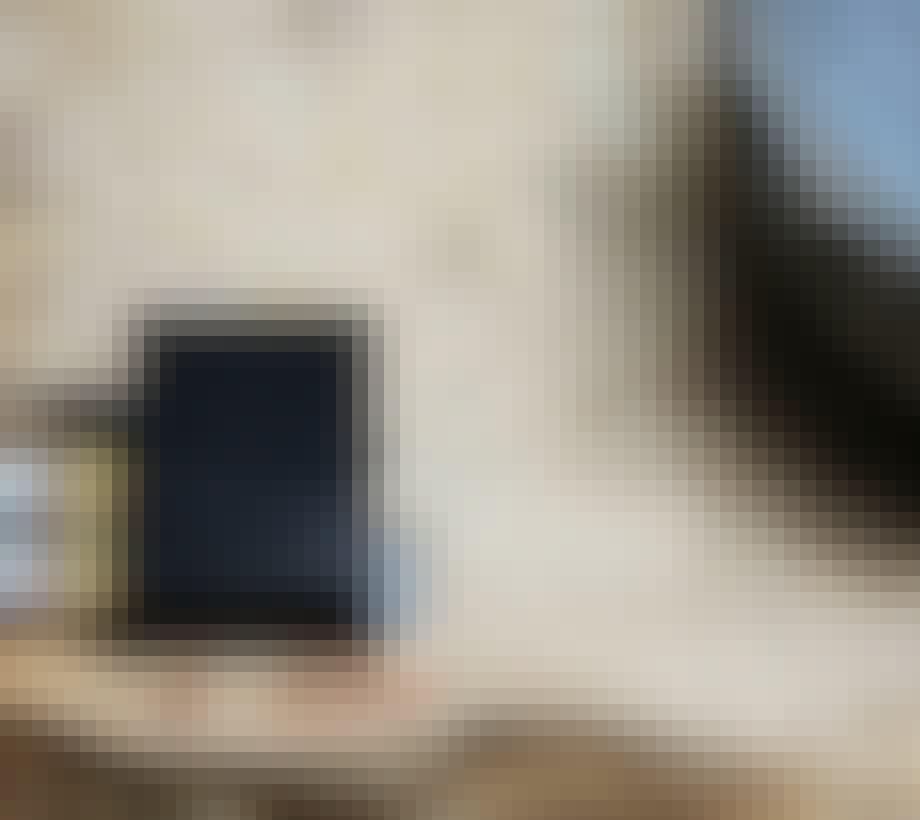 Close up af Hall Audio 2x8W på en træflade