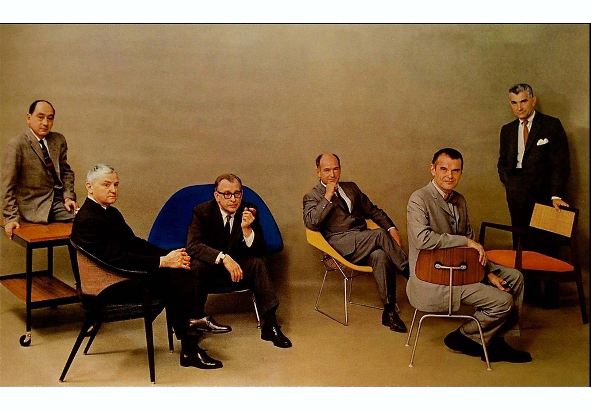 Den danske møbeldesigner Jens Risom med blandt andet Charles Eames.