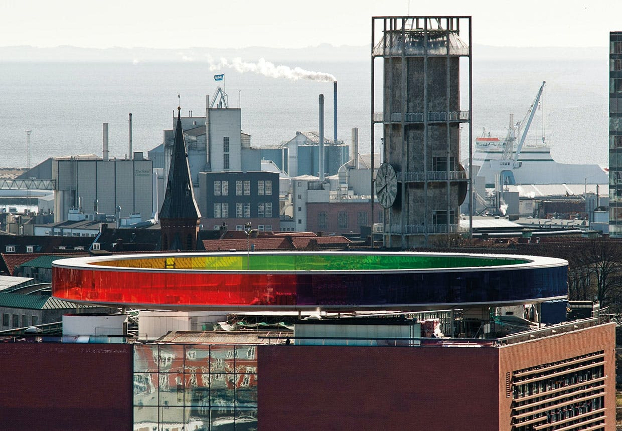 "Aros. Museum i Århus med Olafur Eliassons ""Your Personal Rainbow"" på toppen"