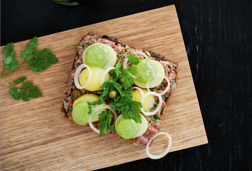 Tatar-mad med nye kartofler og estragon-mayonnaise