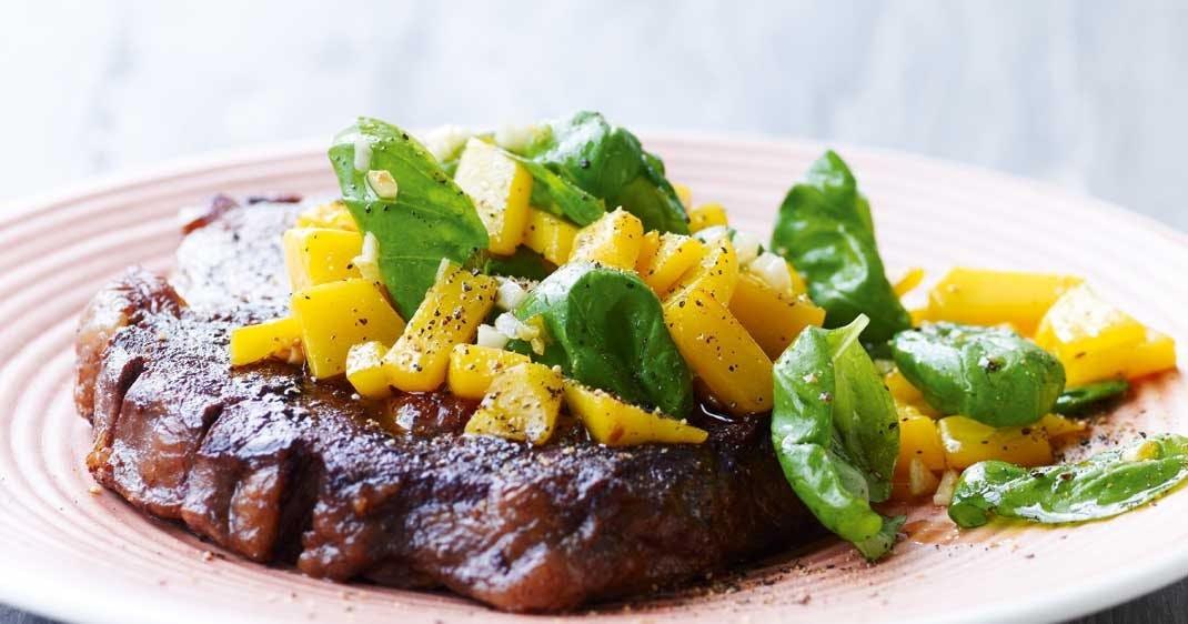 Ribeye-steak med smørstegt mango
