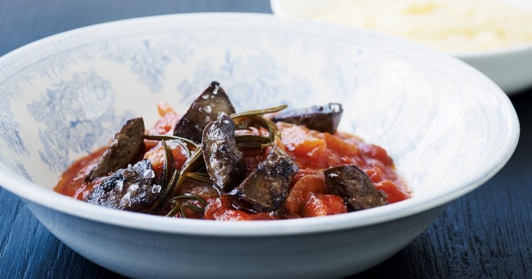 Sprød andelever i tomat- og rosmarinsauce