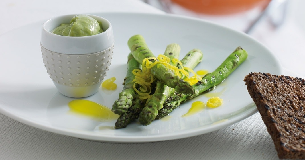 201105_grillbog_asparges