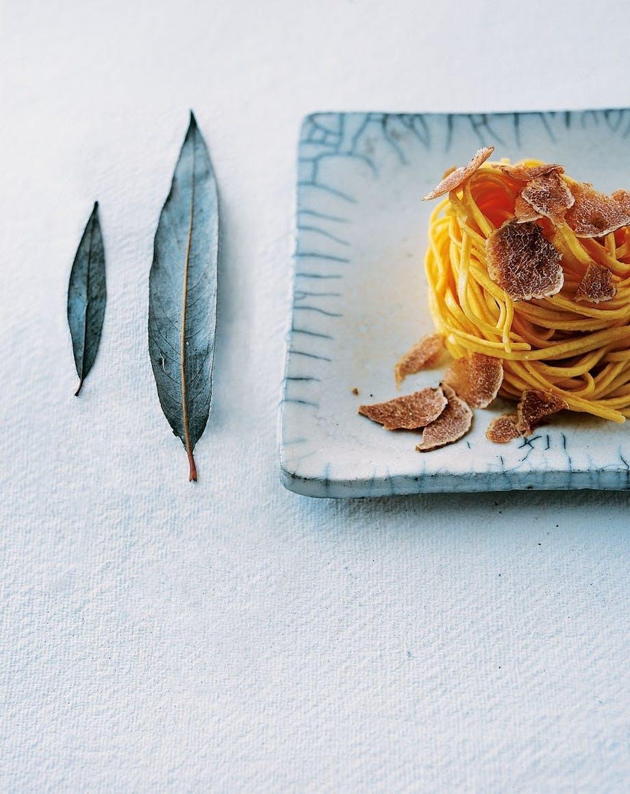 Hjemmelavet pasta med salviesmør og trøfler