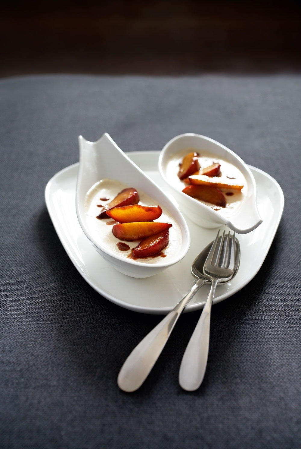 Espresso-semifreddo med karamelliserede ferskner