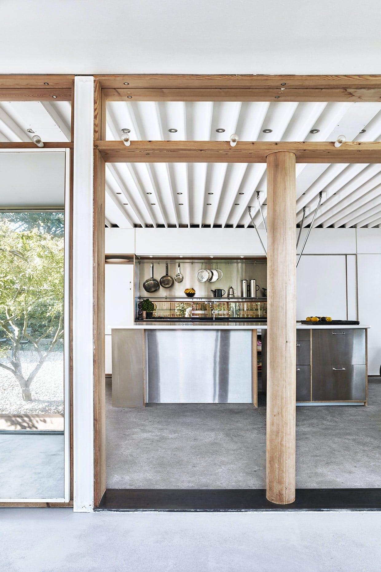 køkken ole palsby fyrretræ stål corian
