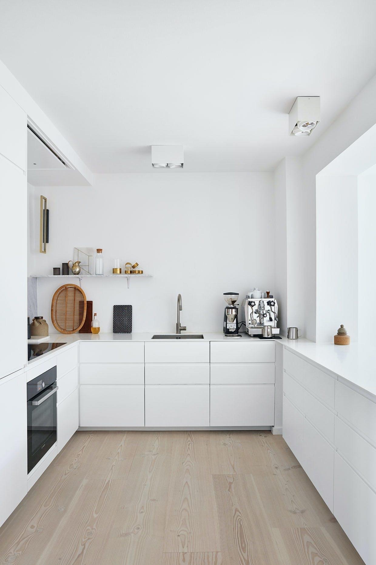 køkken ikea hvidt ellisellis lampe kaffemaskine