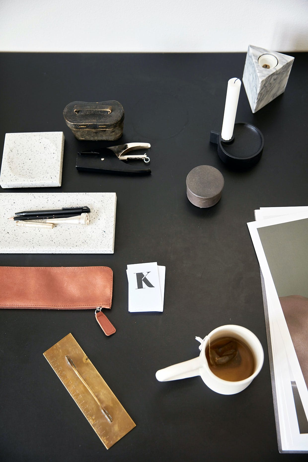 kontor skrivebord lysestage kristina dam kontorartikler