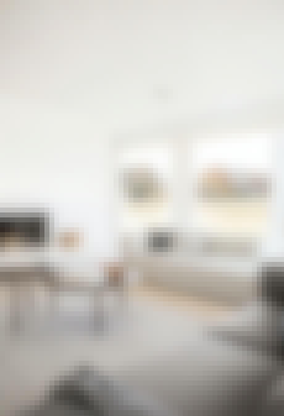 minimalistisk stue hay sofa sofabord pejs udsigt
