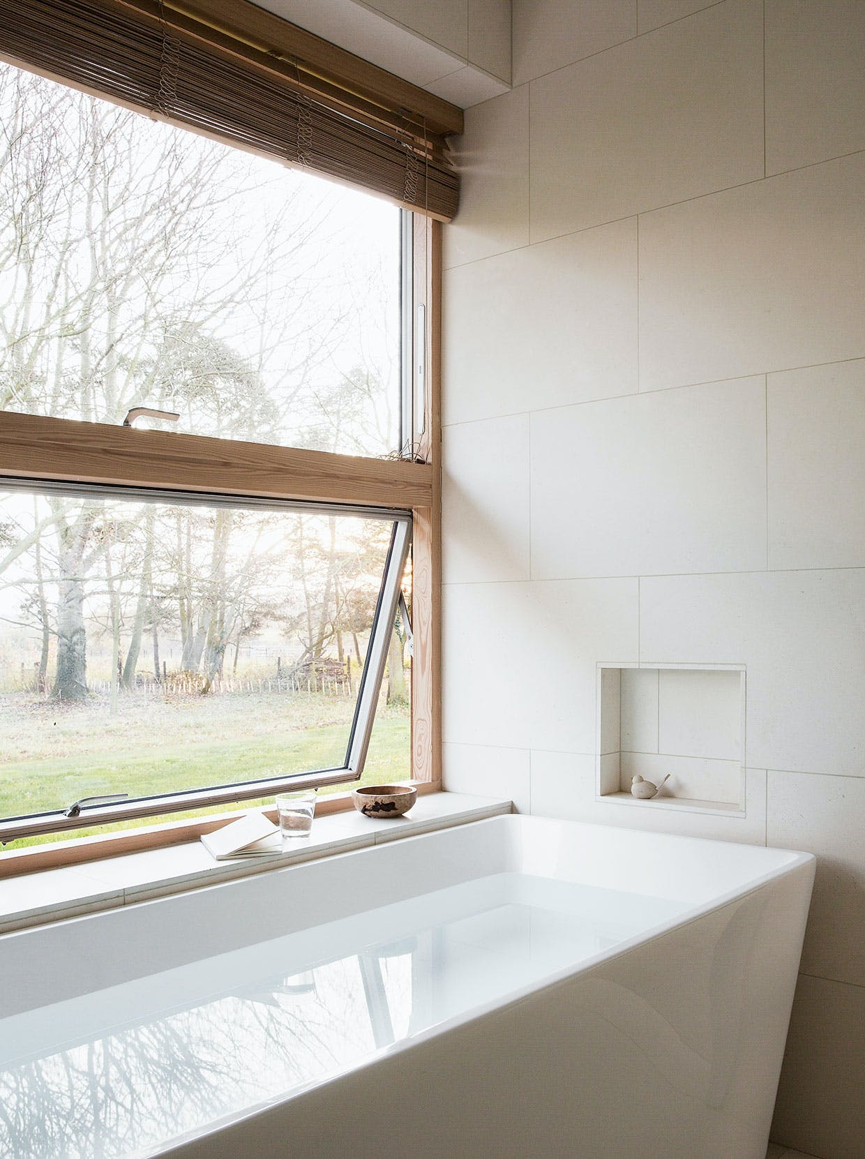 badekar badeværelse udsigt minimalisme