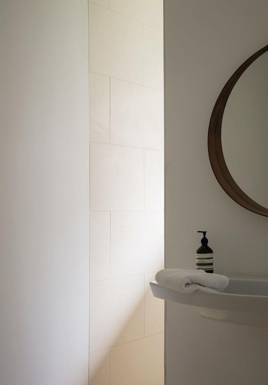 badeværelse rundt ikea spejl aesop sæbe