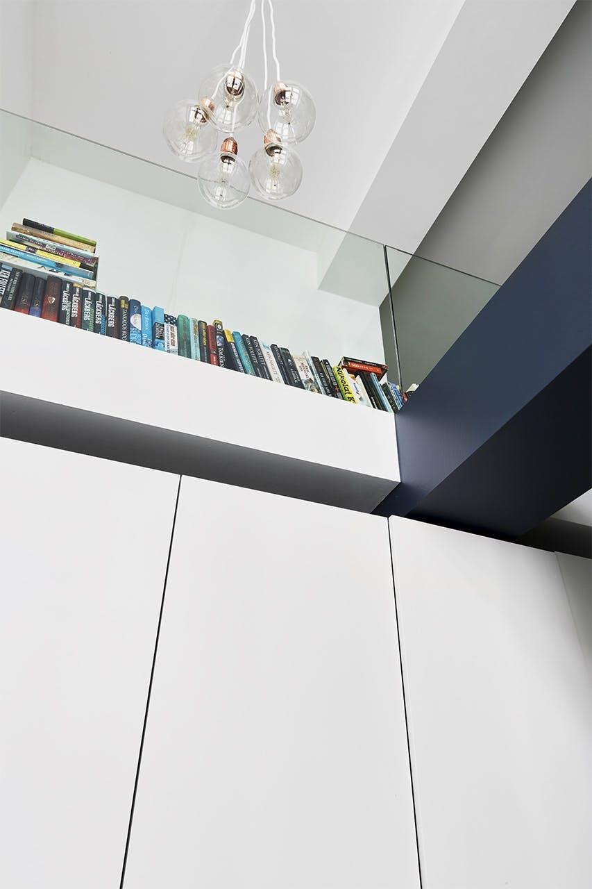 køkken bolig christianshavn indretning reol lampe bøger