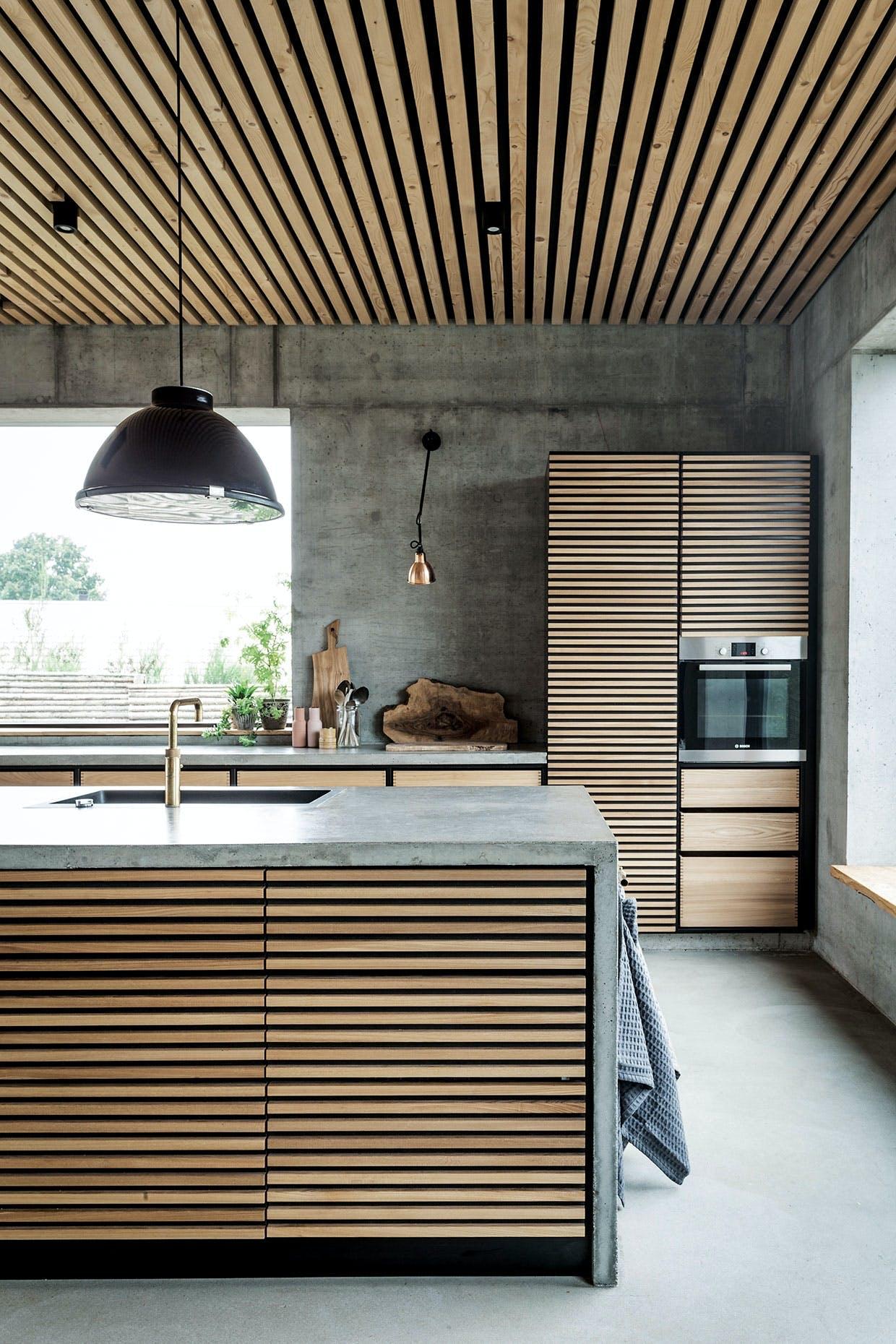 køkkenø beton træ skærebræt vandhane