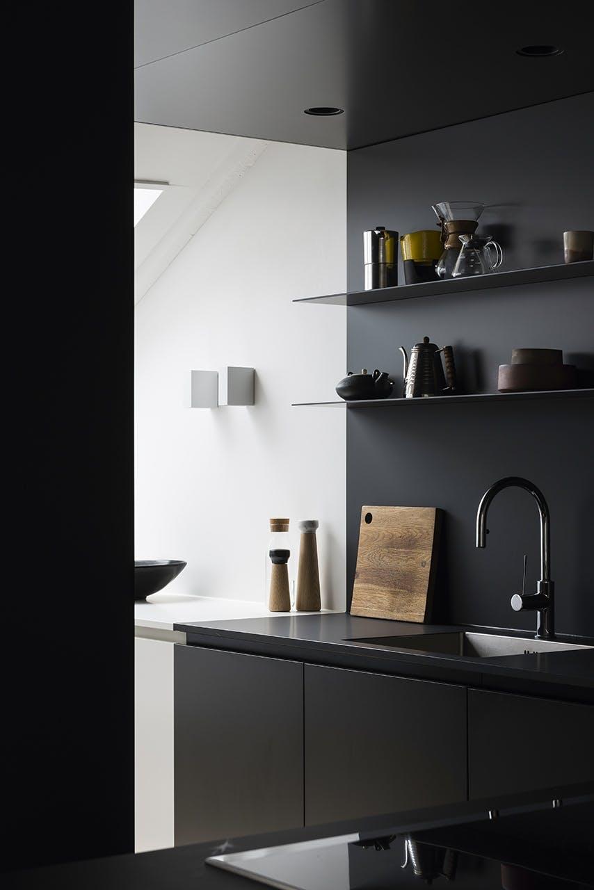 køkken indretning sort moderne nordisk stil køkkenbord vask