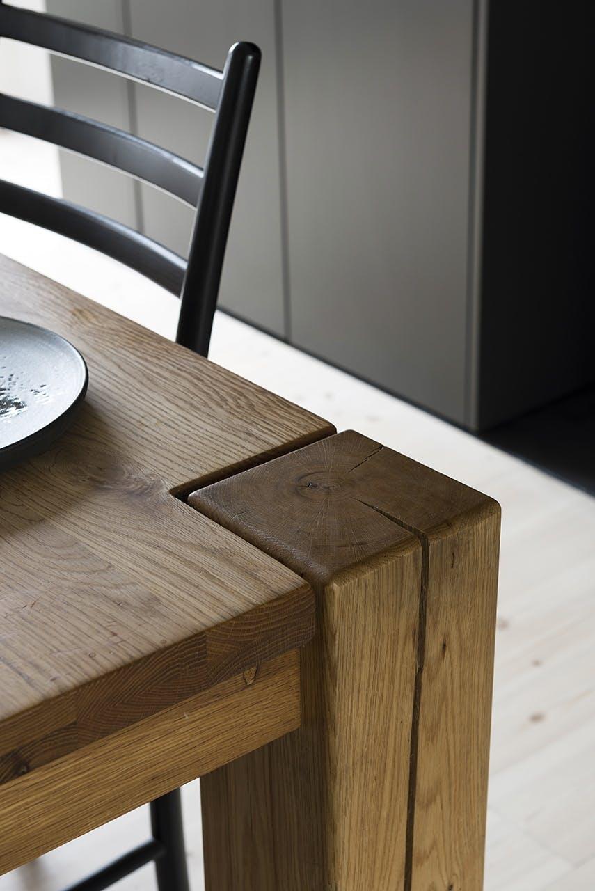 køkken indretning sort moderne nordisk stil bord spisebord stol