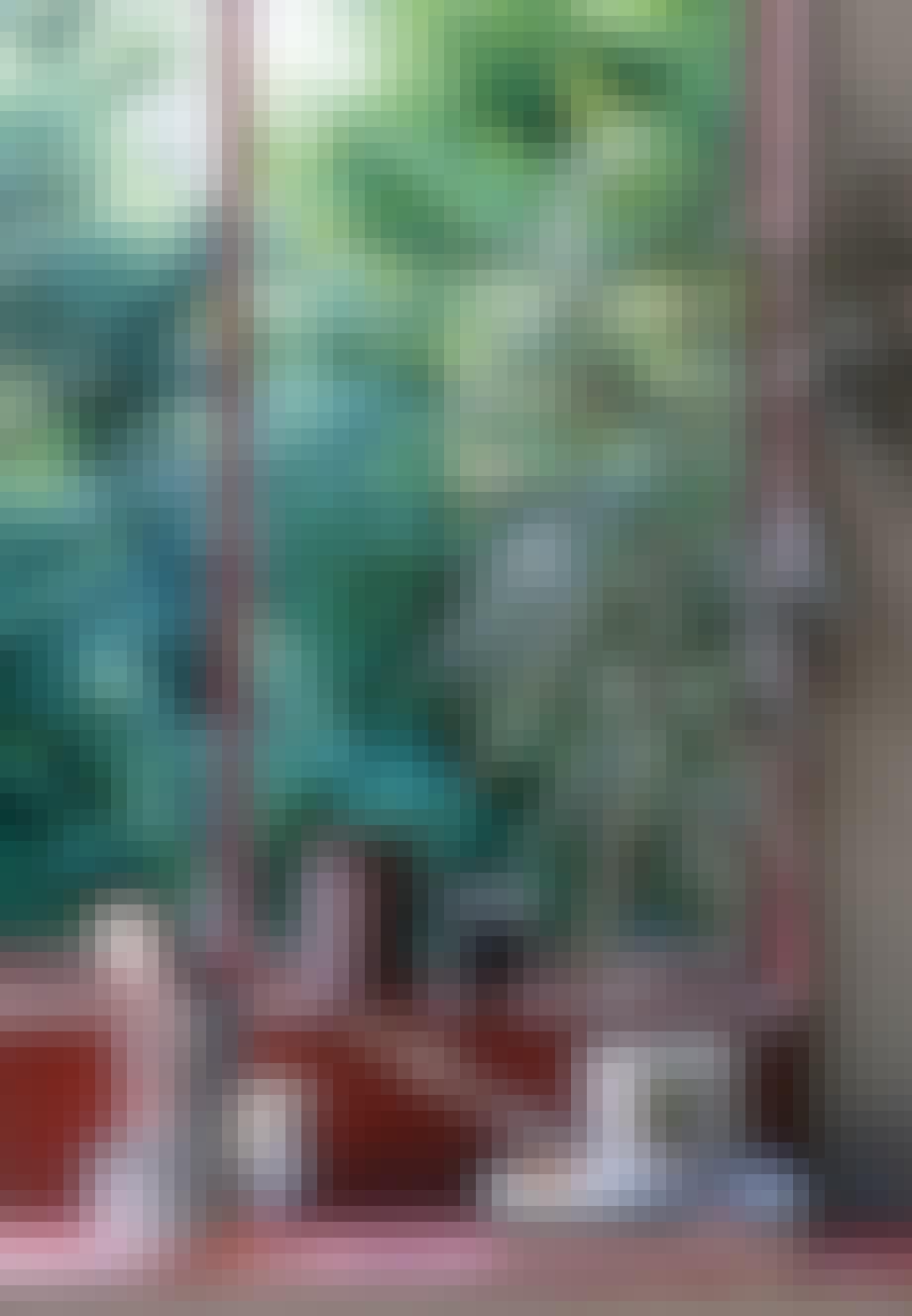 Stuevindue med røde fliser