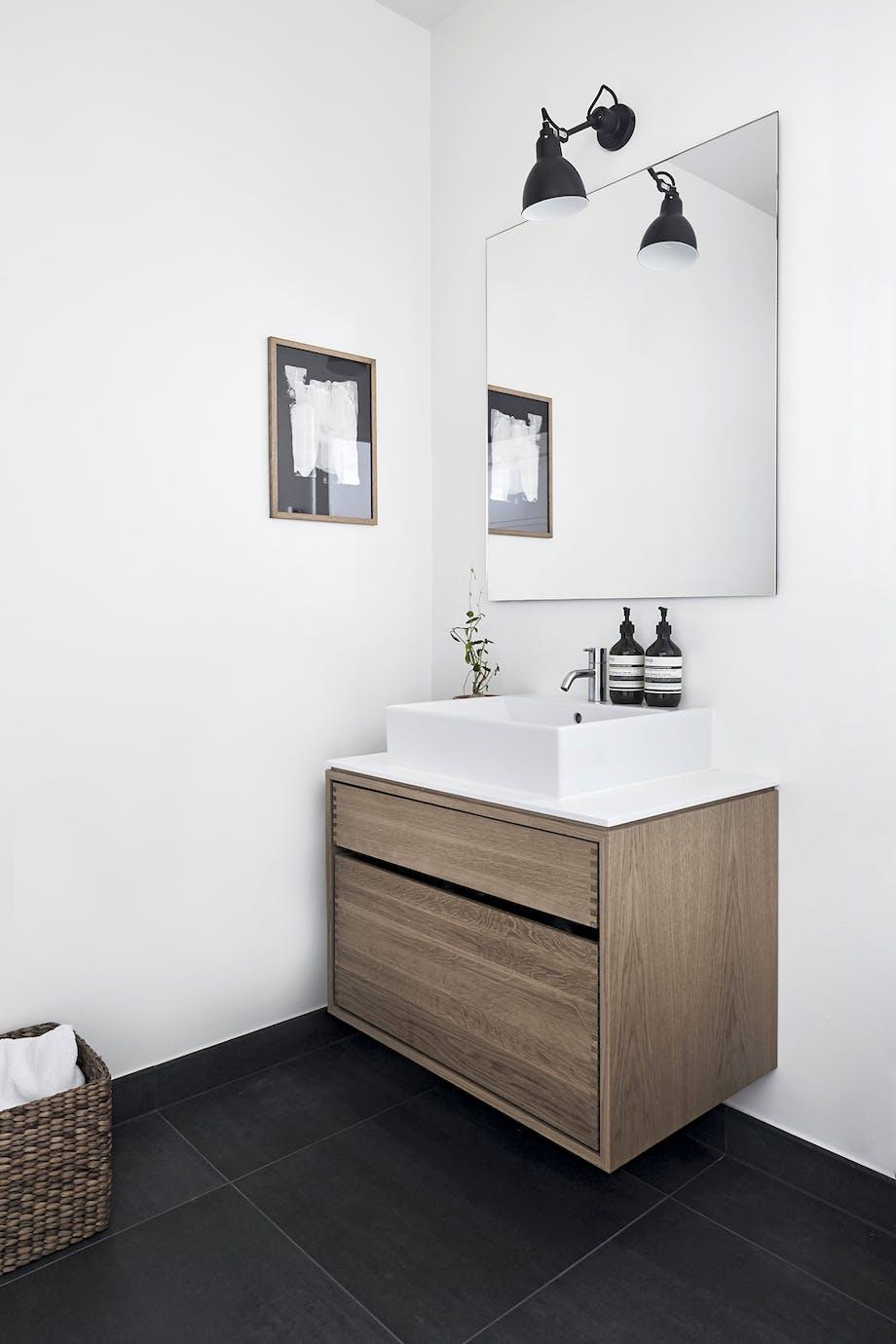 villa hellerup indretning badeværelse spejl