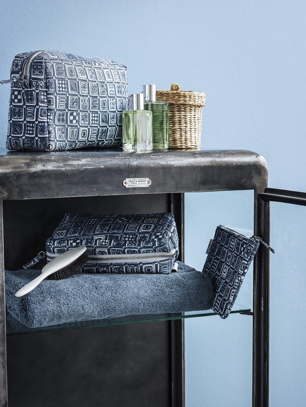 wiinblad toilettaske til dame og herre i kongeblå og grå fra Juna