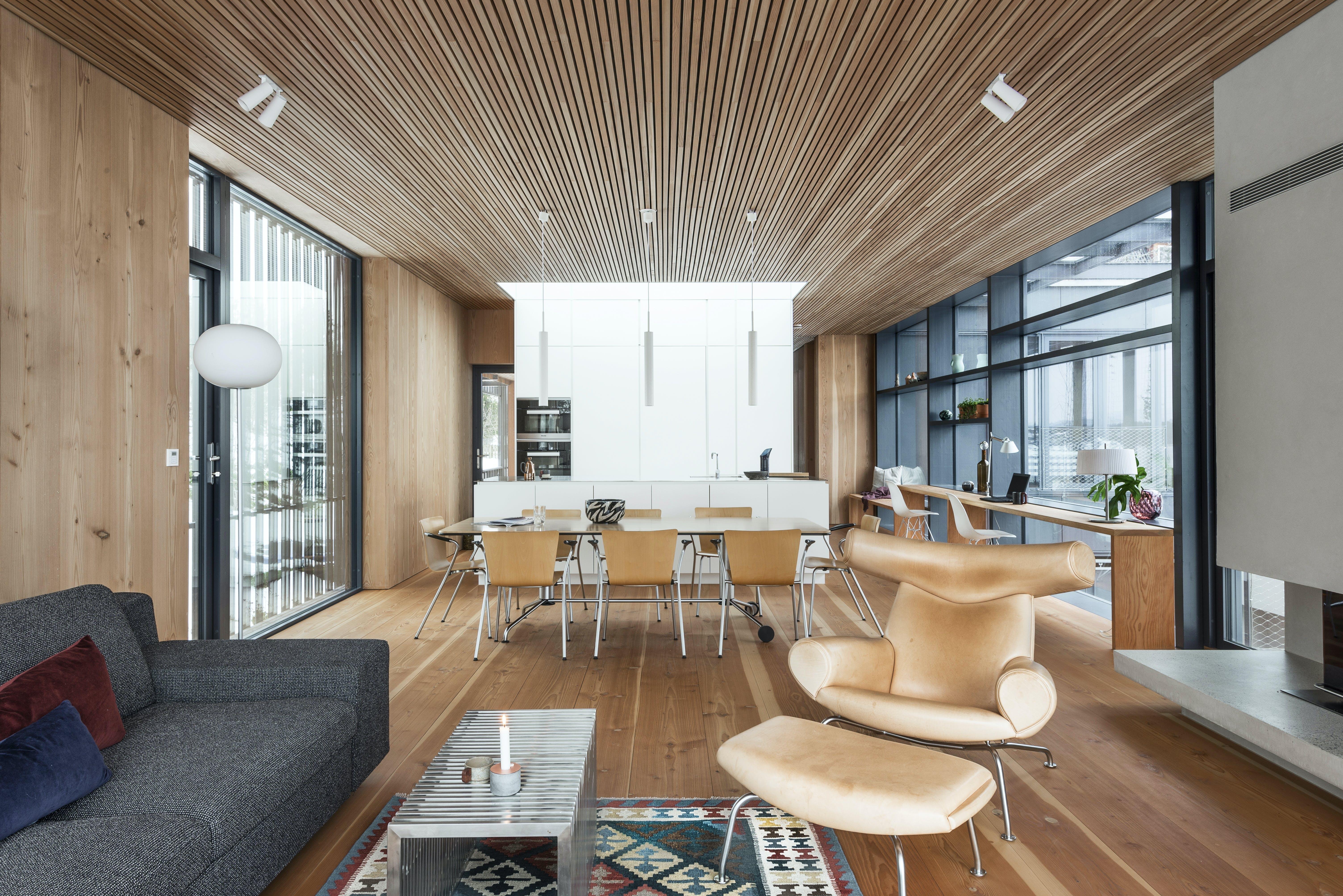 stue køkken spisebord spisestole træ indretning