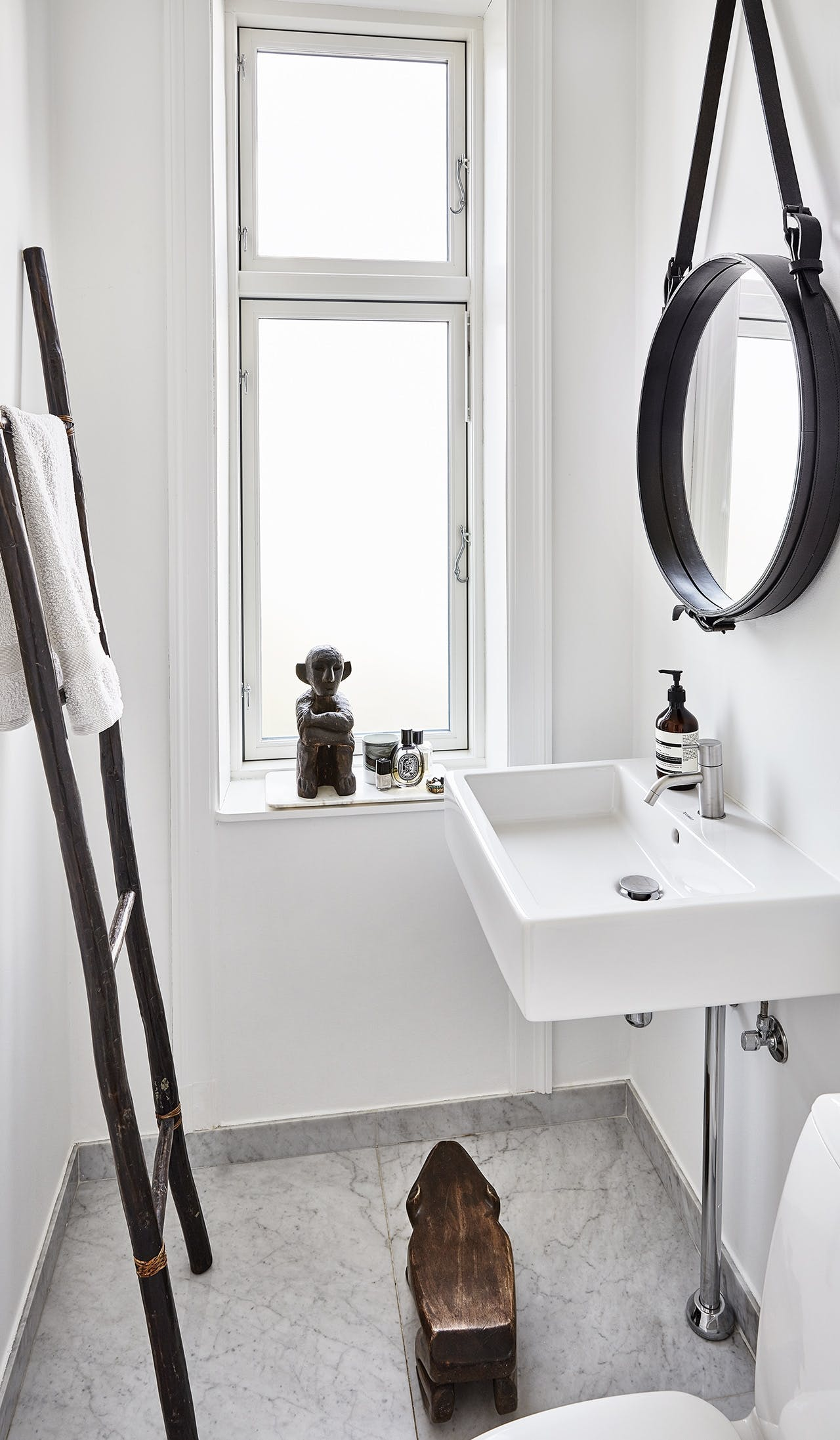 villa herskabsvilla indretning bolig badeværelse spejl