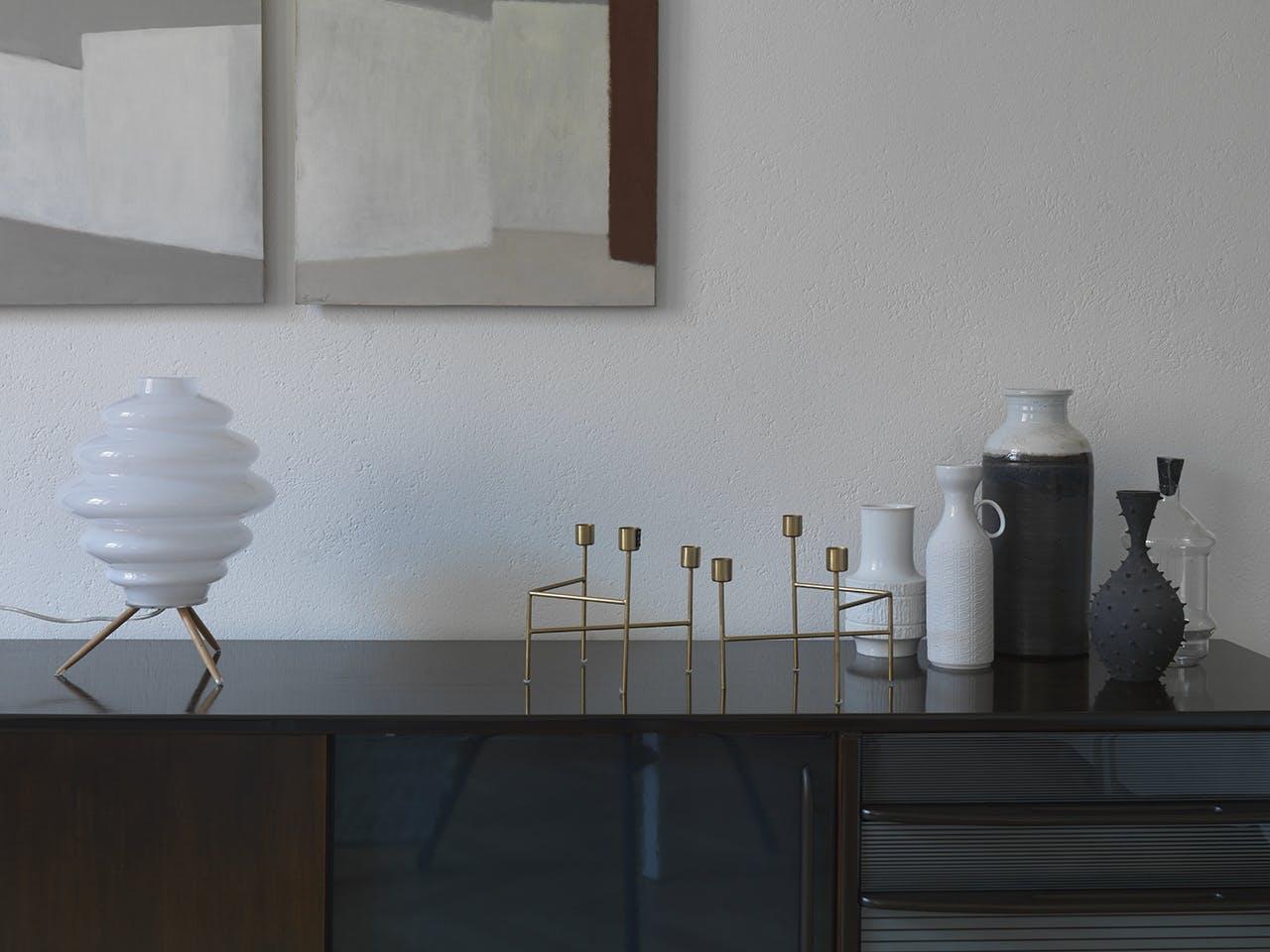 bolig indretning dansk design skænk lysestage vase