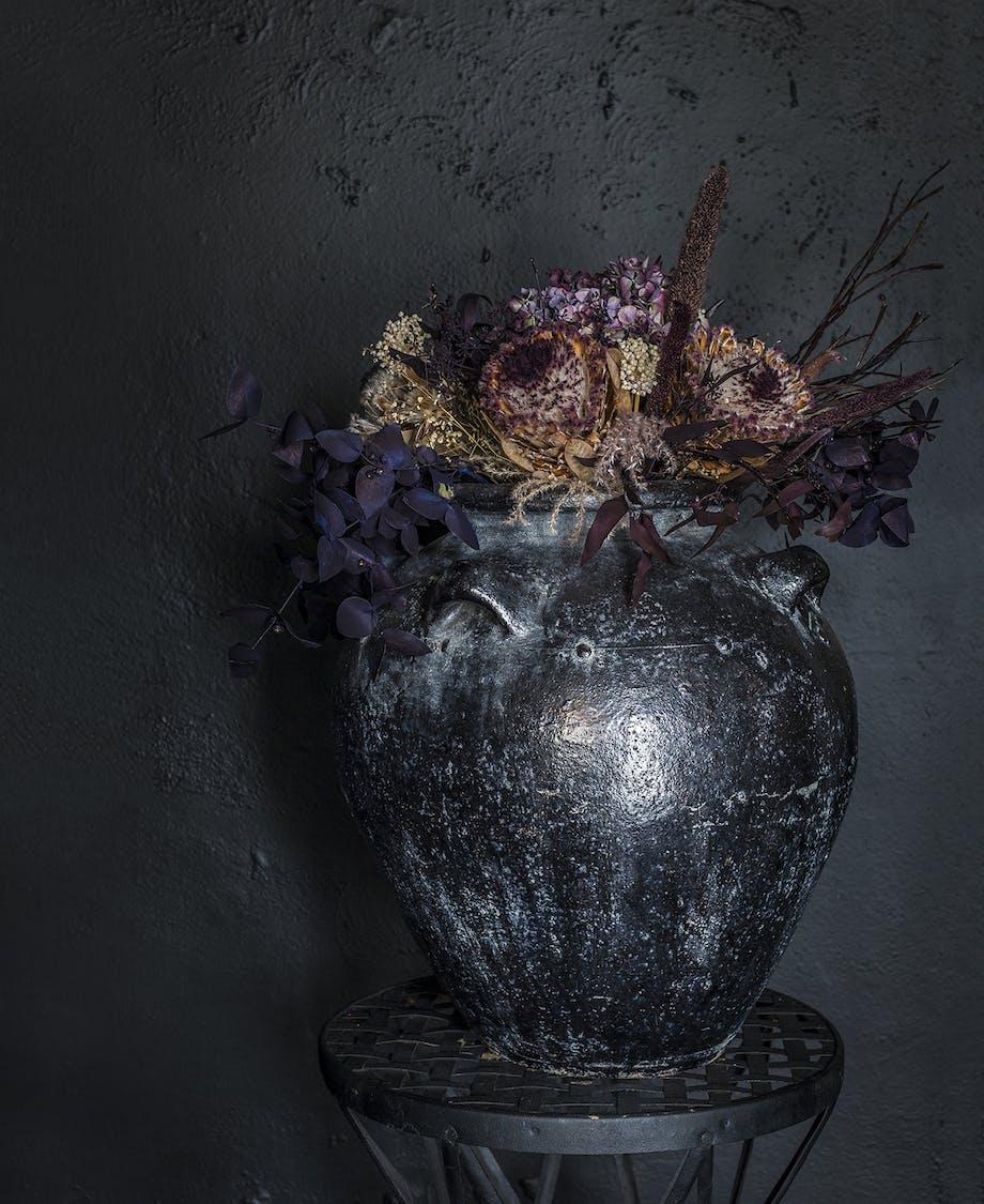 lejlighed villa indretning amager vase sort blomster
