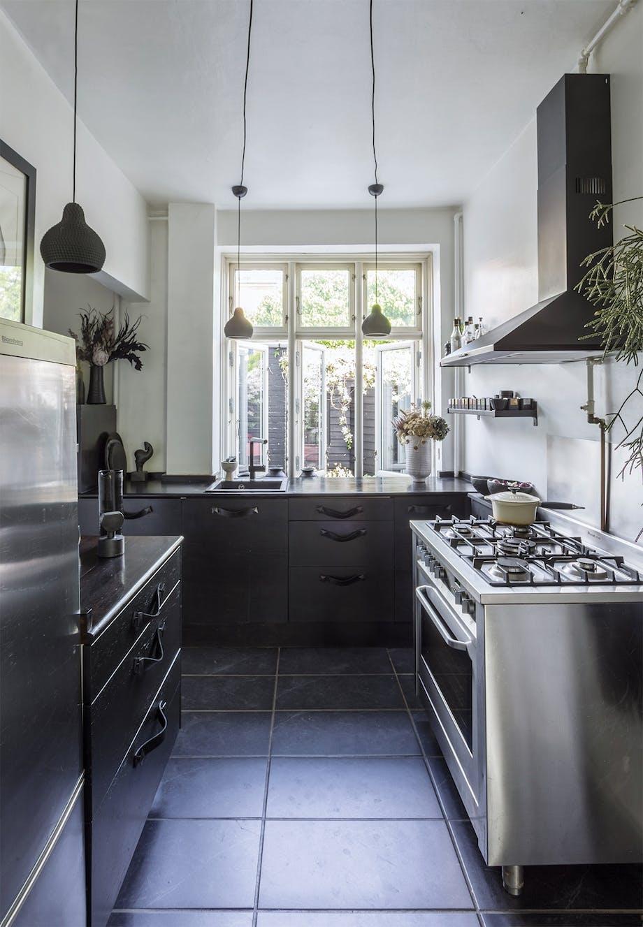 lejlighed villa indretning amager køkken sort