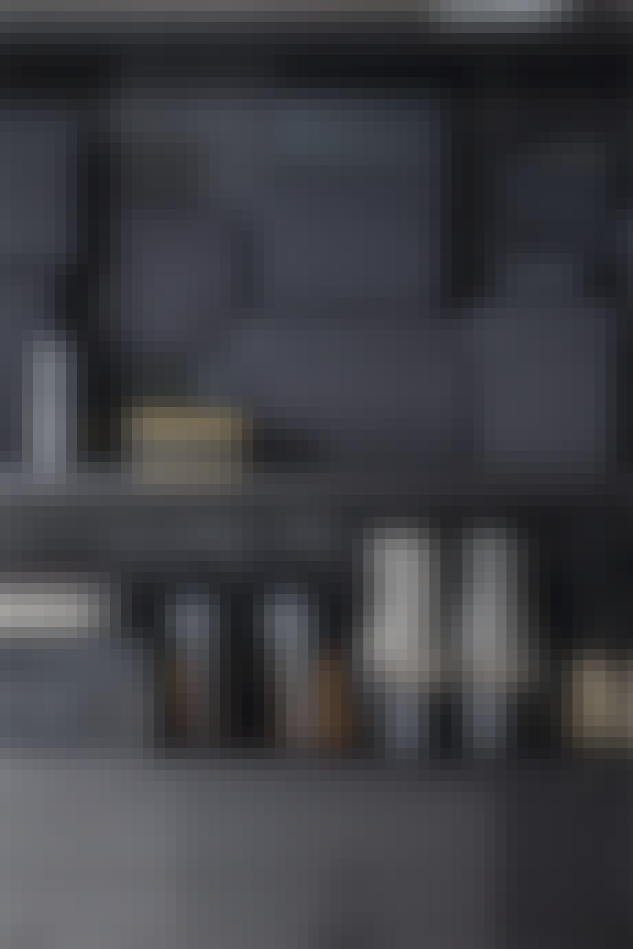 lejlighed villa indretning amager garderobe sort