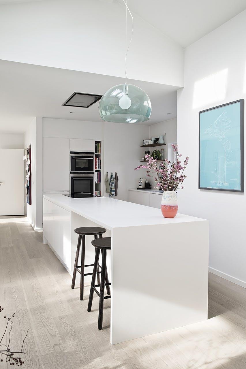 køkken barstole køkkenø lampe vase