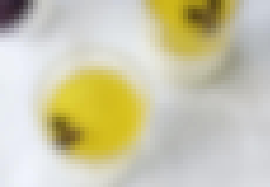 Hvid chokolade-mousse med lime og passionsfrugt