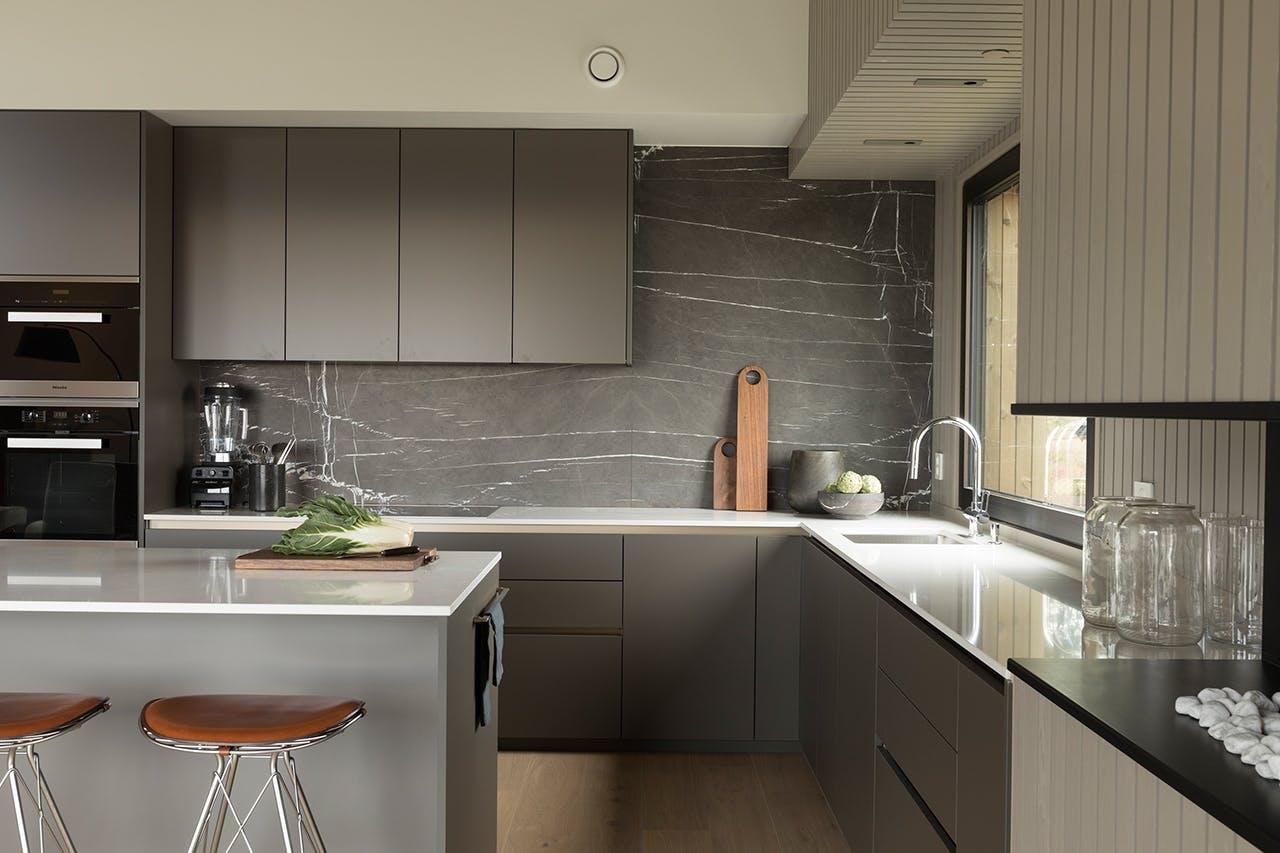 Kvänums lindö lava køkken i grå