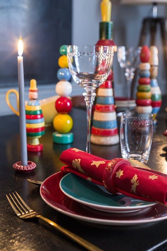 julebordsopdækning med klodser og røde farver